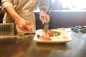restaurant cuisinier plat